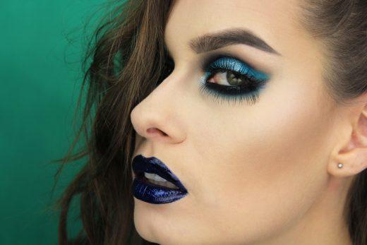 Grunge makeup look, dark lips, dramatic eye look