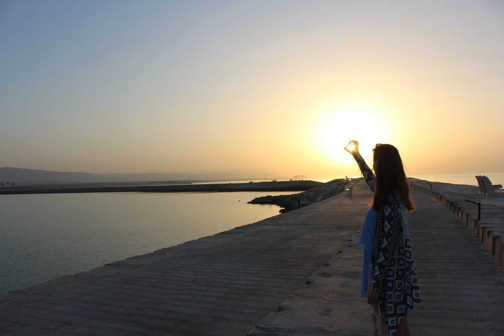 Wakacje życia Oman czyli raj na ziemi Salalah zachód słońca dziewczyna