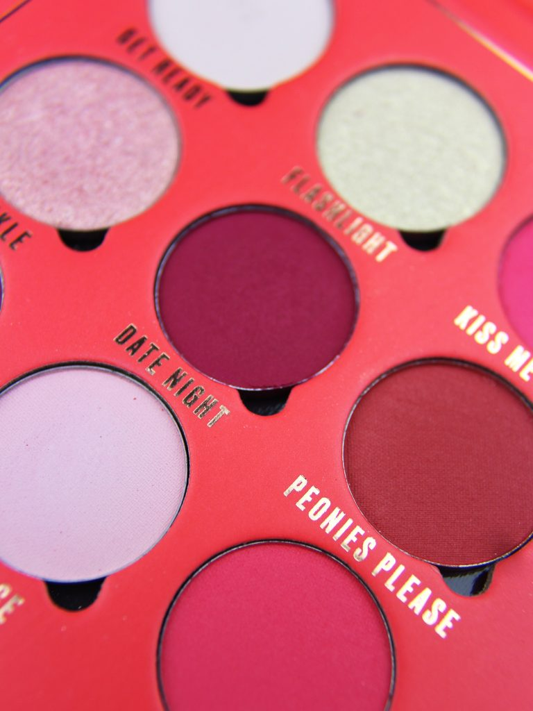 kisses paleta cieni makeup obsession
