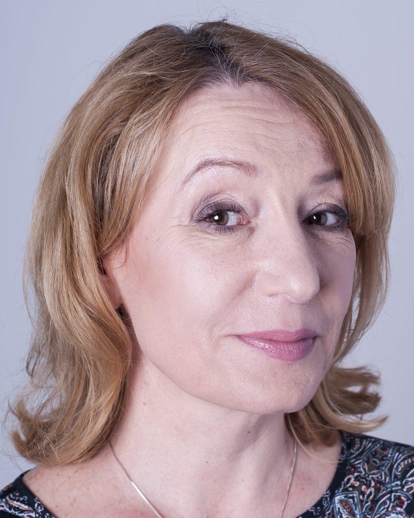 Makijaż kobiety dojrzałej jak odmłodzić się makijażem