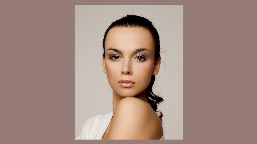 makijaż ślubny kolory roku 2021